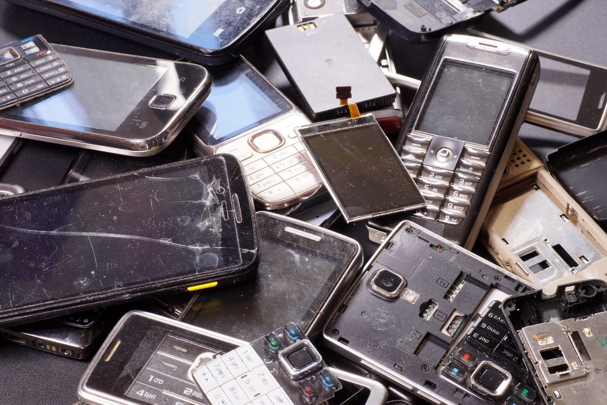 Nearly 400 million cellphones are discarded yearly around the world, but only one percent of them are recycled properly.